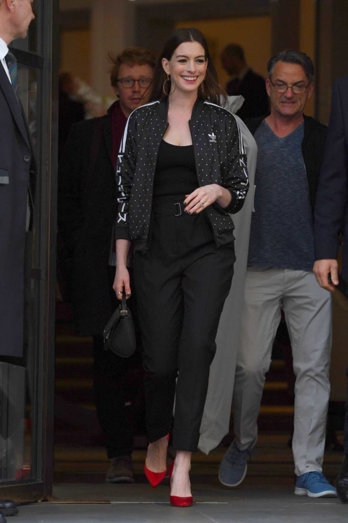 Anne Hathaway in a Black Pants