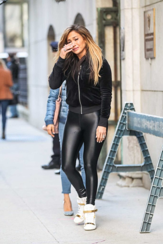 Jennifer Lopez in a Black Leggings