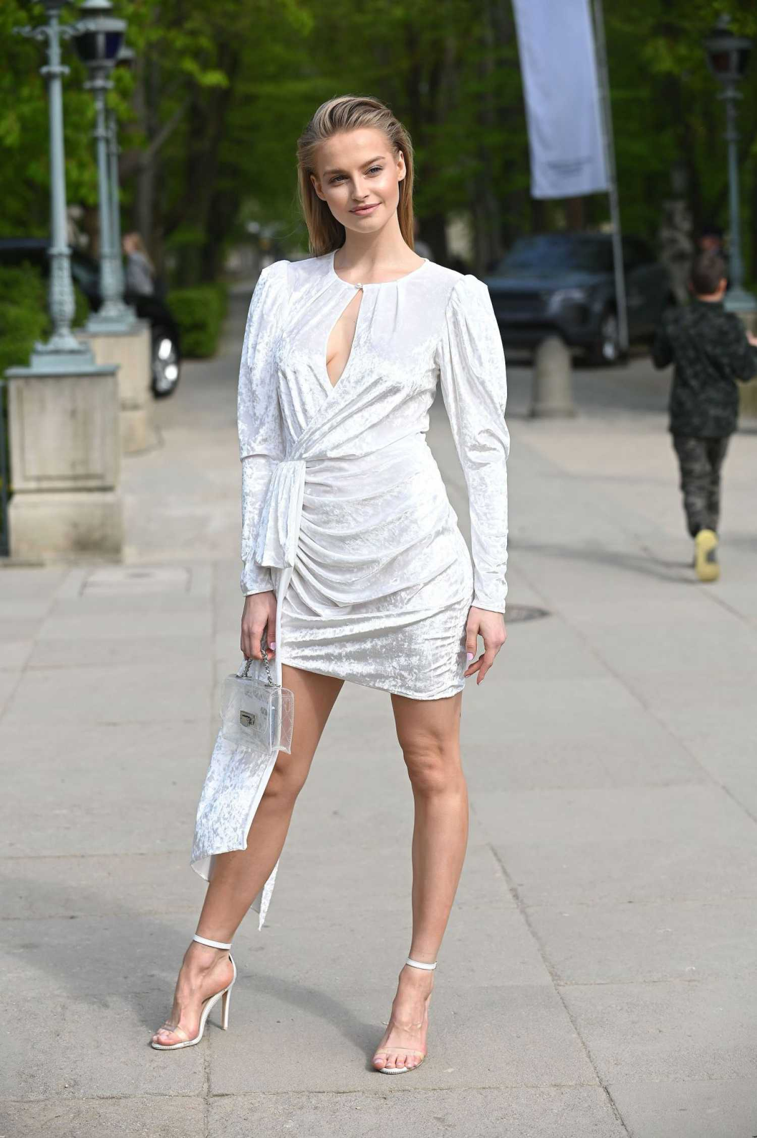 Karolina Pisarek Attends the Maciej Zien Fashion Show in Warsaw – Celeb Donut1500 x 2255