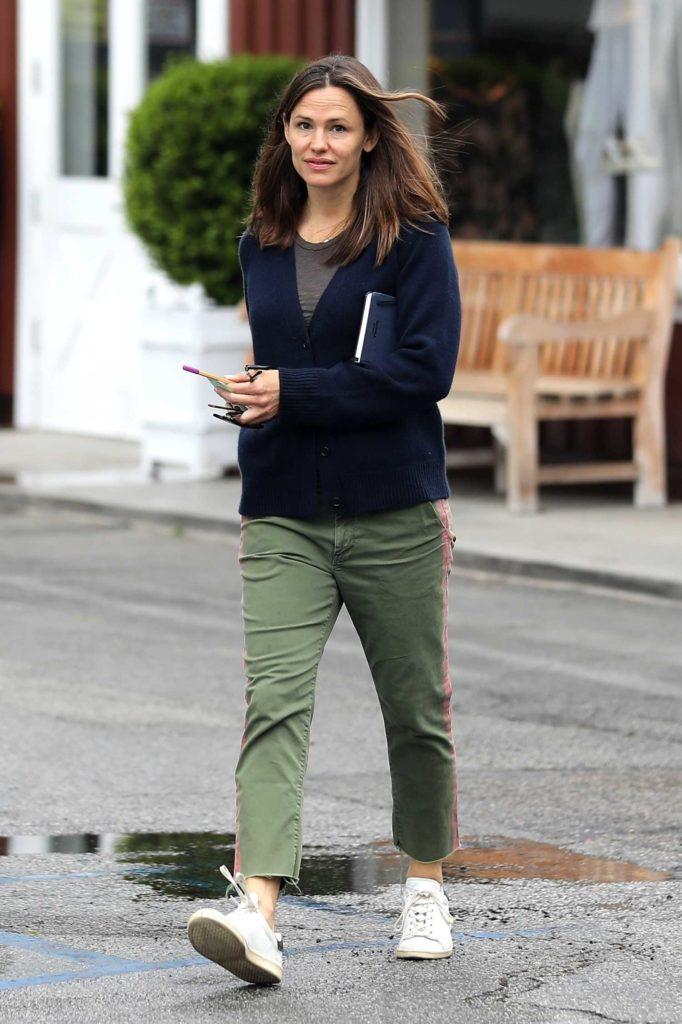 Jennifer Garner in a Green Pants