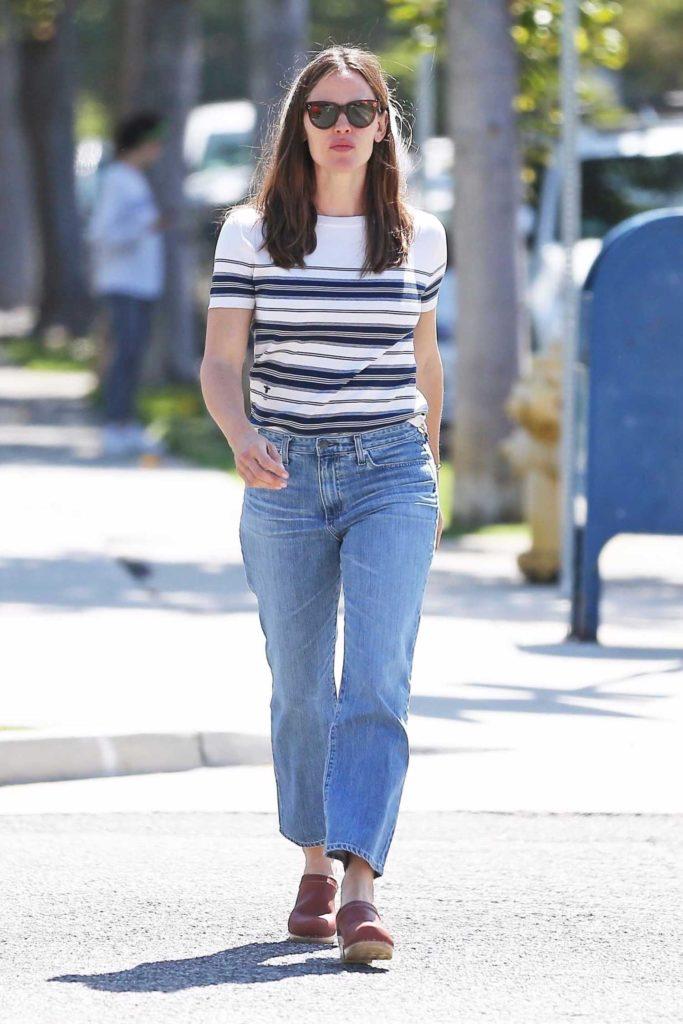 Jennifer Garner in a Striped T-Shirt