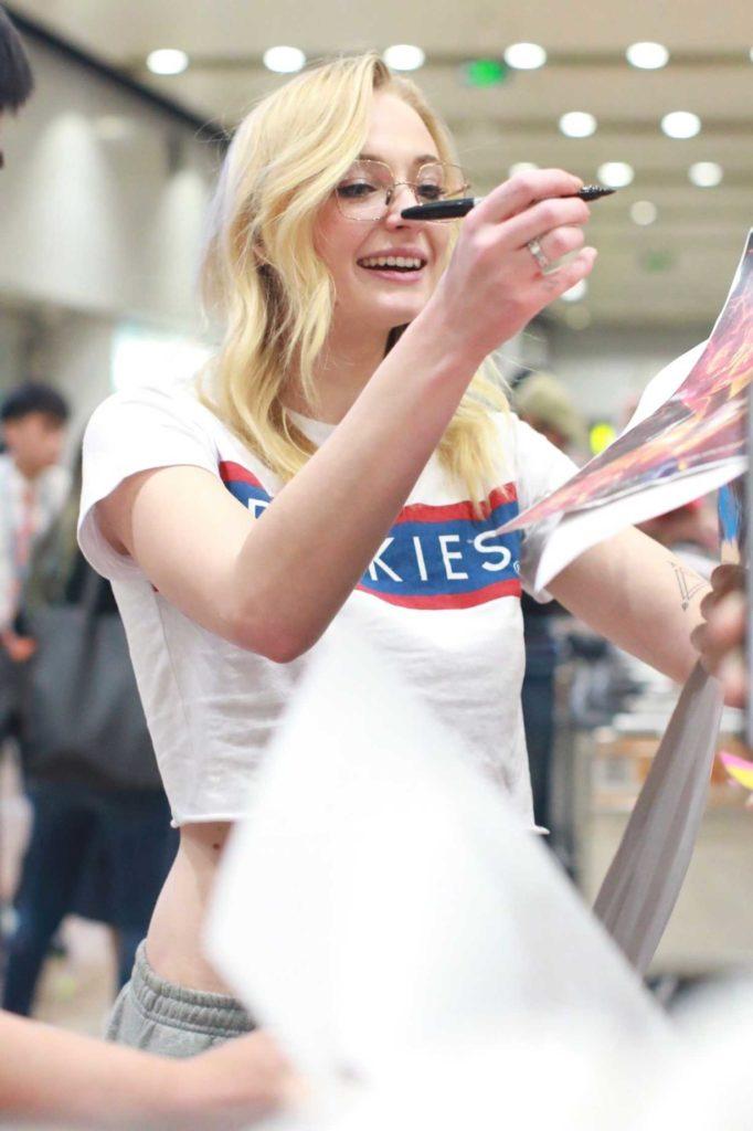 Sophie Turner in a Dickies T-Shirt