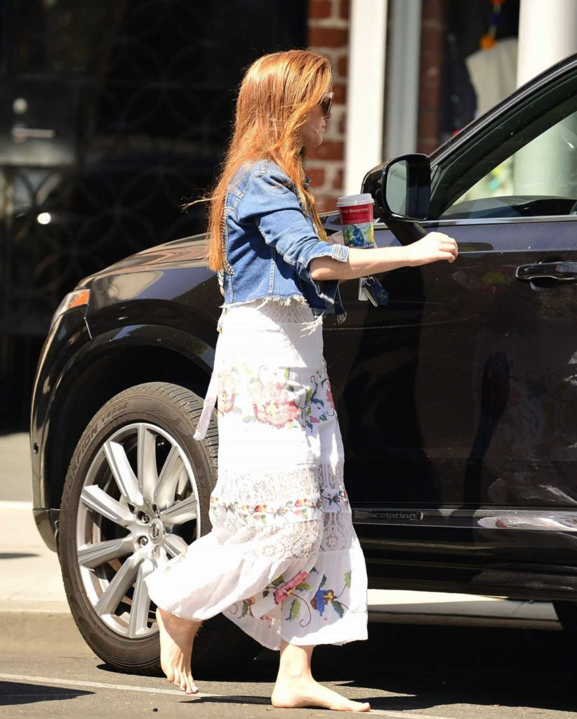 Isla Fisher in a White Floral Dress
