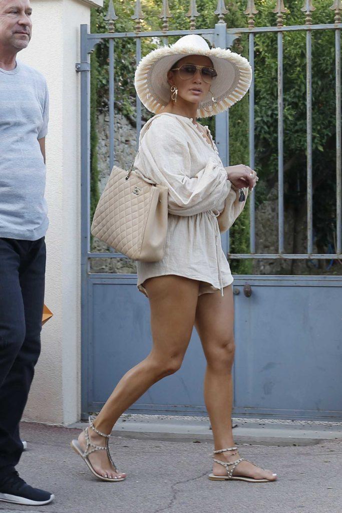 Jennifer Lopez in a Beige Hat