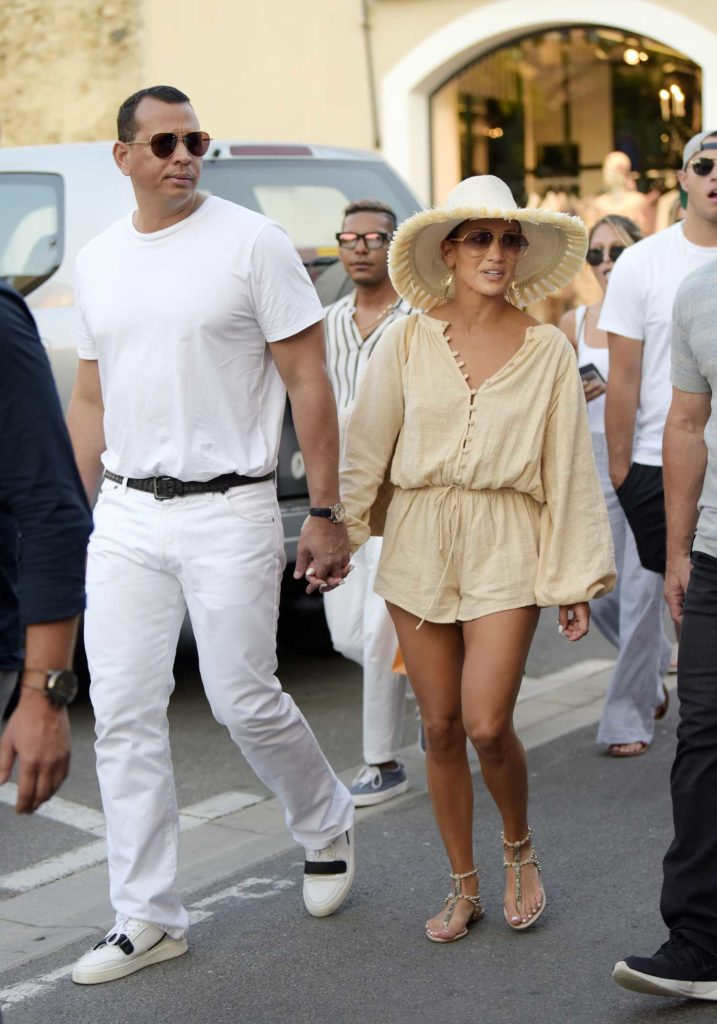 Jennifer Lopez in a Beige Hat