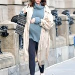 Anne Hathaway in a Beige Trench Coat Was Seen Out in New York City