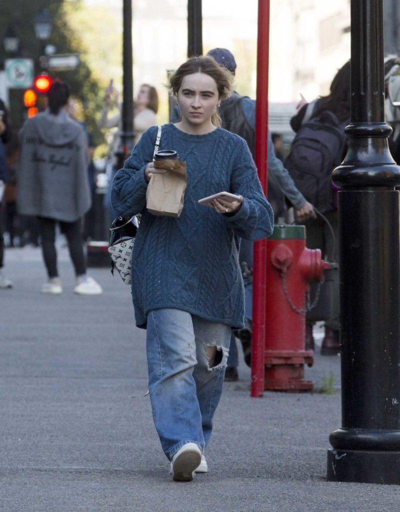 Sabrina Carpenter in a Gray Baggy Clothes