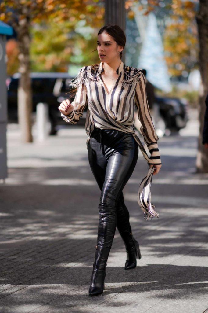 Hailee Steinfeld in a Striped Blouse