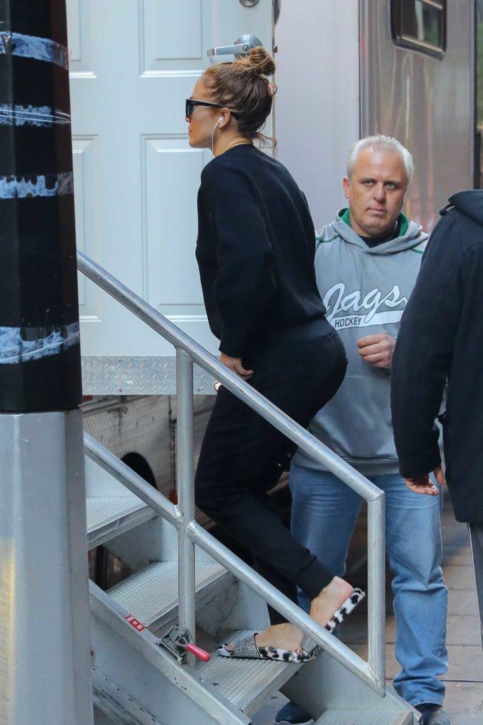 Jennifer Lopez in a Black Sweatshirt