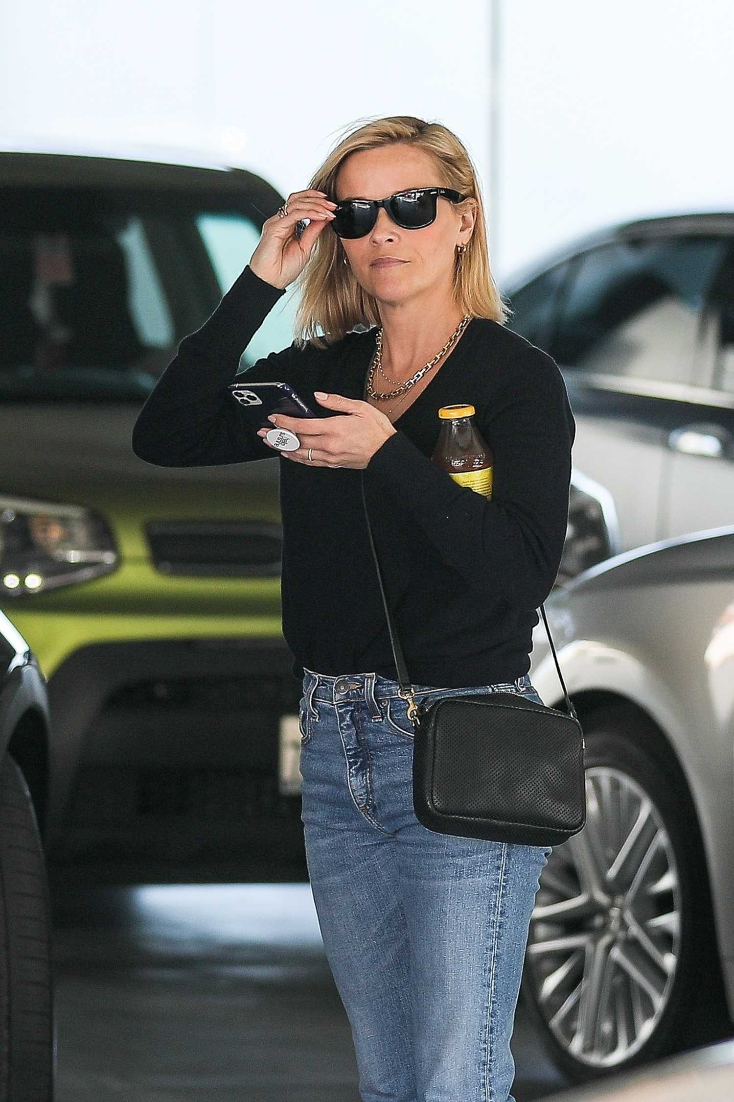 Reese Witherspoon In A Blue Jeans Arrives To A Business