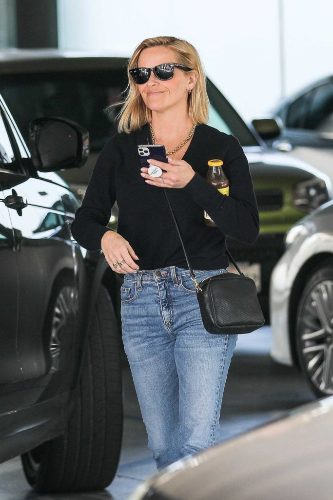 Reese Witherspoon in a Blue Jeans