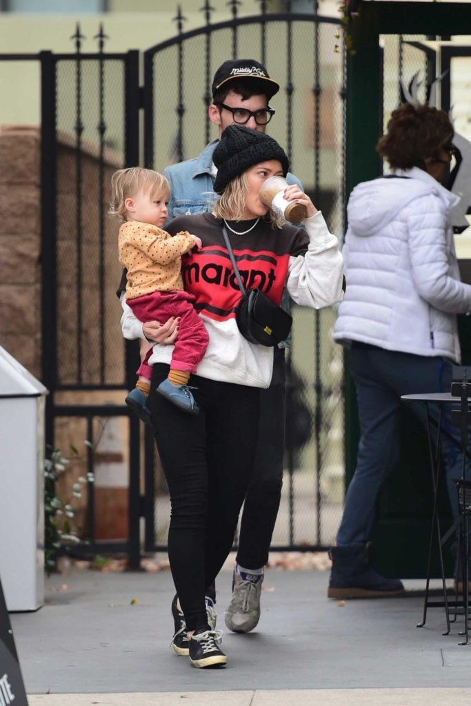 Hilary Duff in a Black Knit Hat