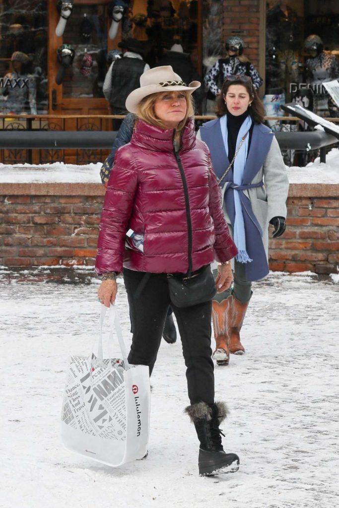 Goldie Hawn in a Beige Hat