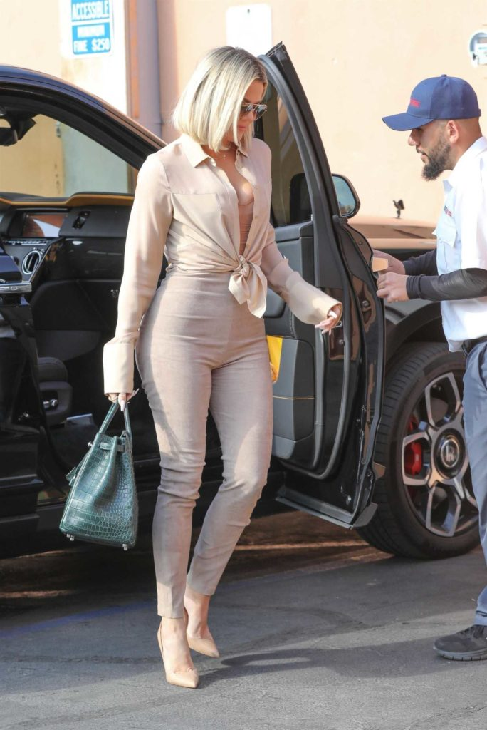Khloe Kardashian in a Beige Pants