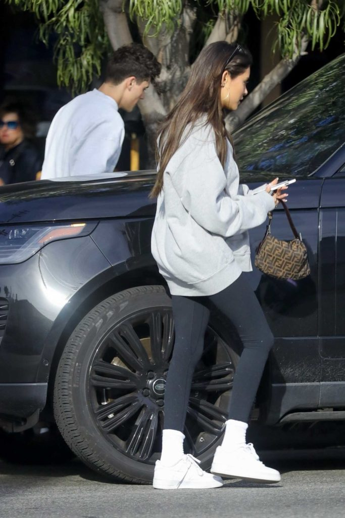 Madison Beer in a White Nike Sneakers