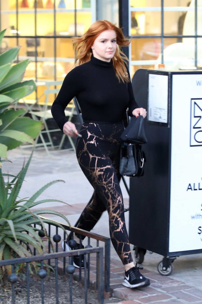 Ariel Winter in a Black Sneakers