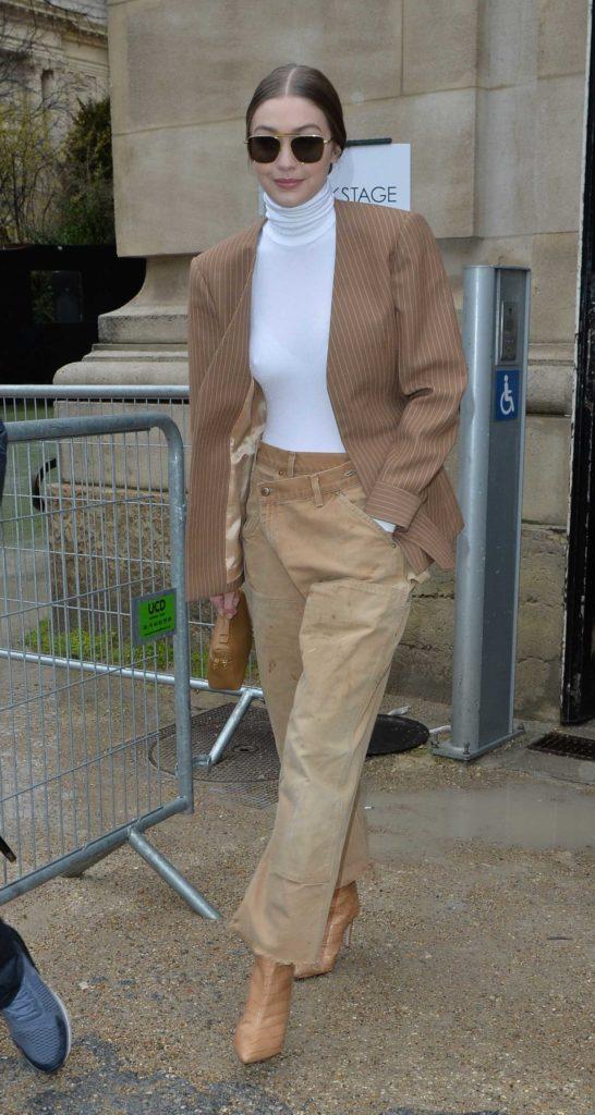 Gigi Hadid in a Beige Jeans