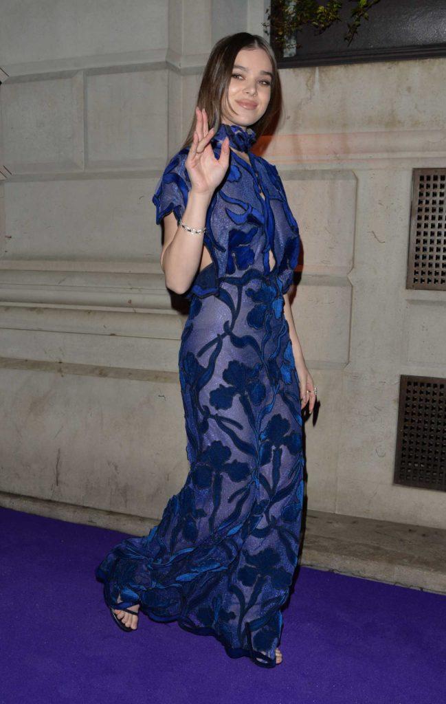 Hailee Steinfeld in a Blue Dress