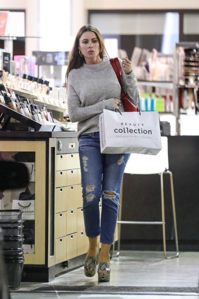 Sofia Vergara in a Blue Ripped Jeans