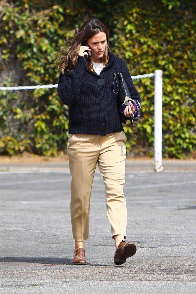 Jennifer Garner in a Yellow Pants