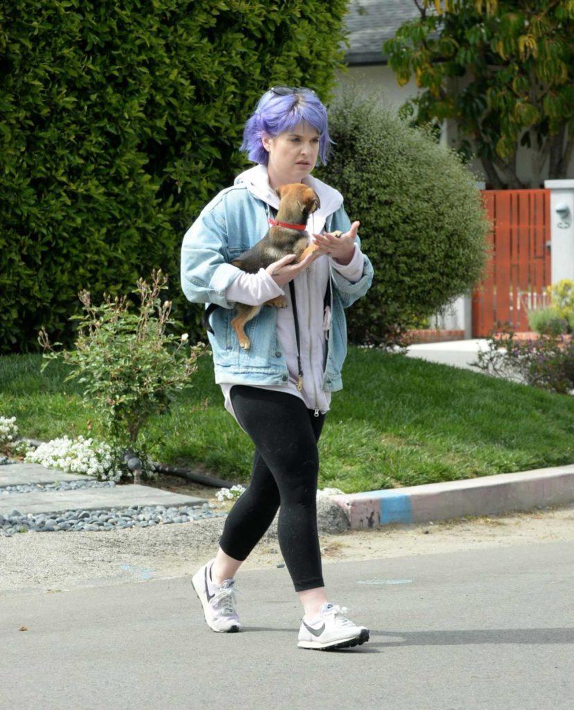 Kelly Osbourne in a White Nike Sneakers