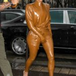 Kim Kardashian Arrives at L'Avenue Restaurant in Paris