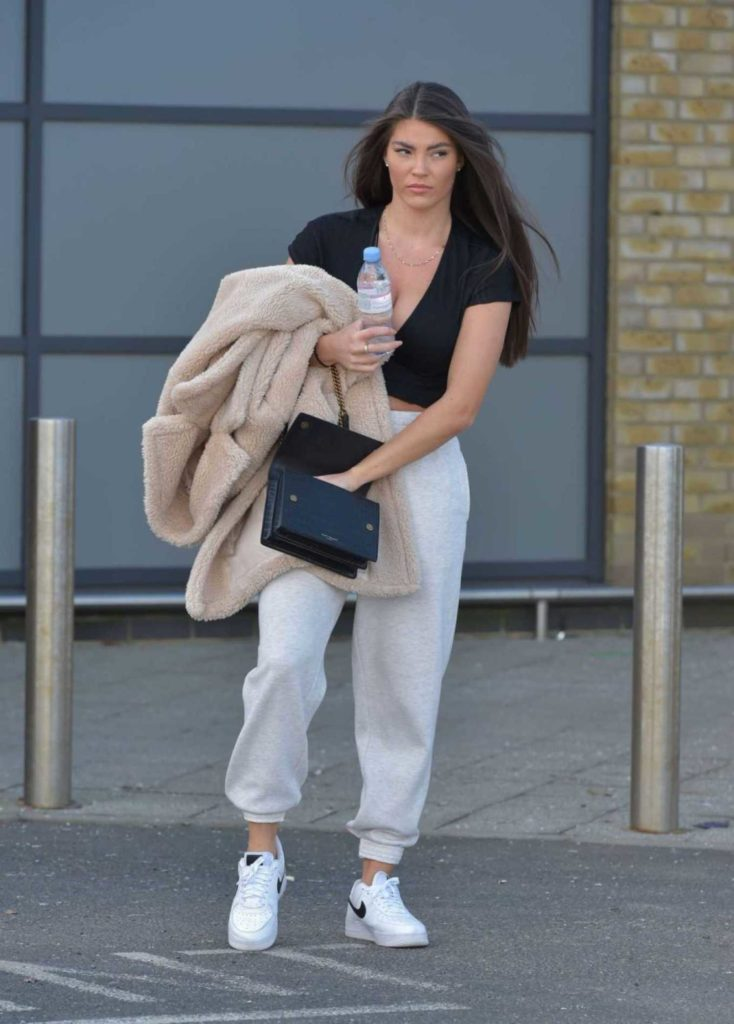 Rebecca Gormley in a White Nike Sneakers