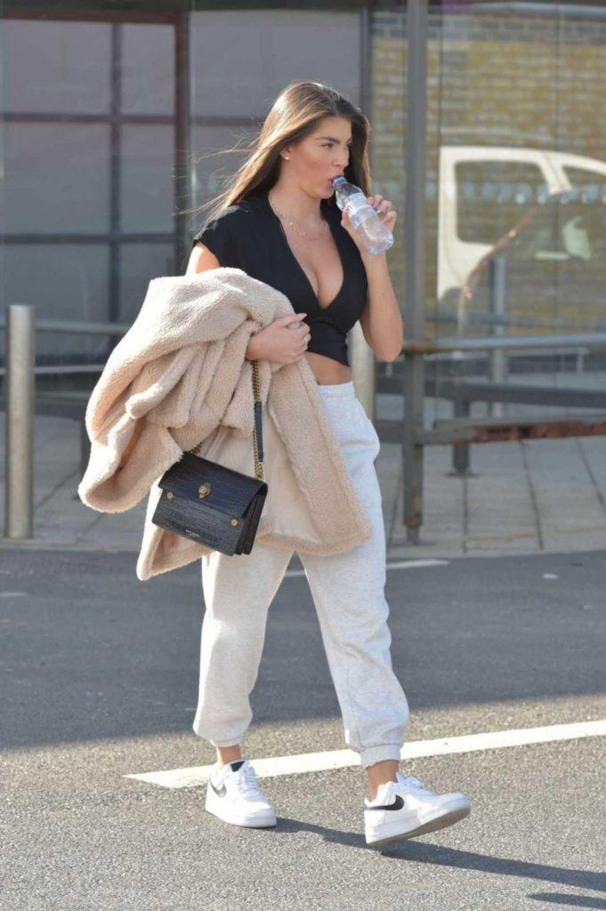 Rebecca Gormley in a White Nike Sneakers