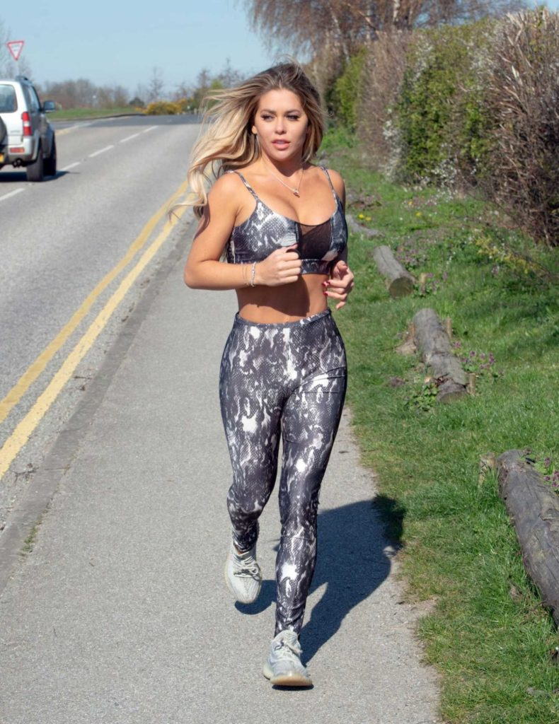 Bianca Gascoigne in a Gray Snakeskin Print Workout Clothes