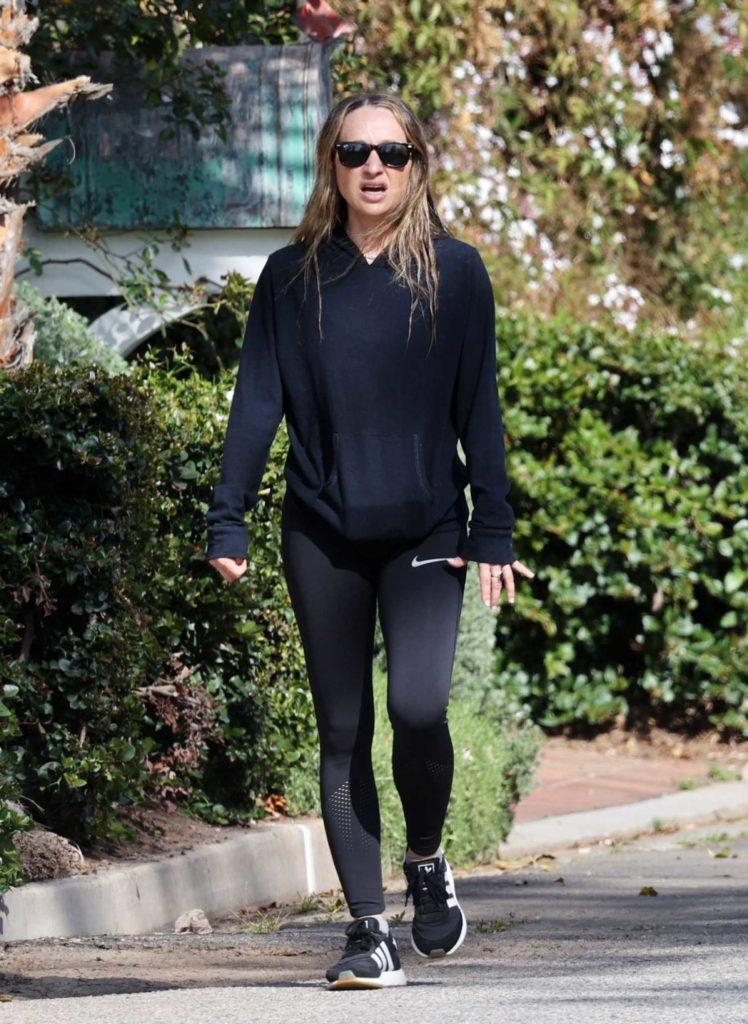 Jennifer Meyer in a Black Leggings