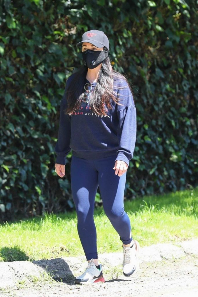 Kyle Richards in a Black Face Mask