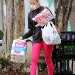 Molly Sims in a Pink Leggings Goes Shopping at Albertsons in Brentwood