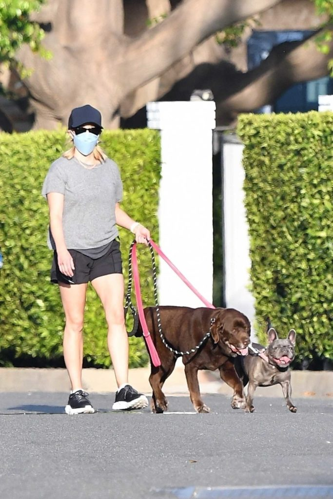 Reese Witherspoon in a Gray Tee