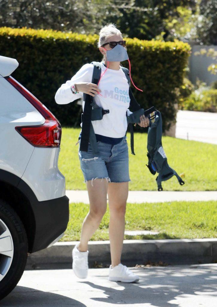 Amanda Kloots in a White Sweatshirt