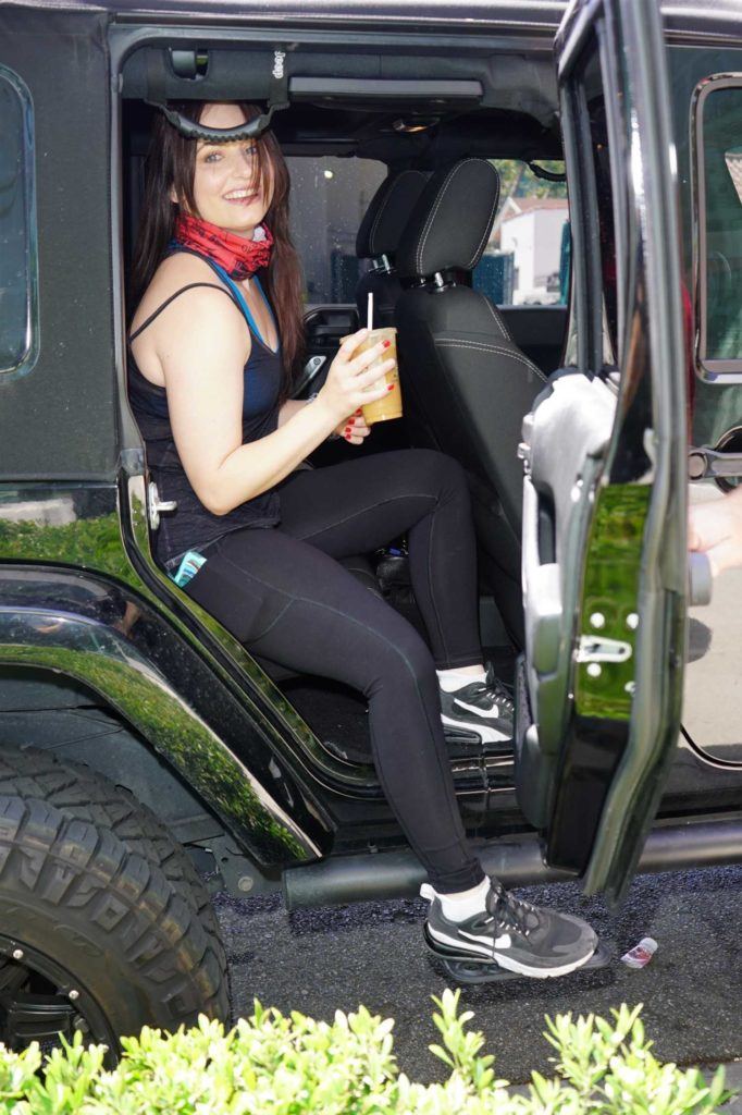 Ariel Teal Toombs in a Black Leggings