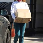 Ariel Winter in a Purple Protective Mask Loads up Boxes Near Her House in Los Angeles