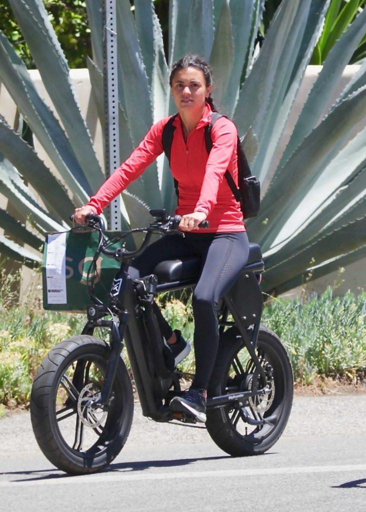 Hayley Erbert in a Black Leggings