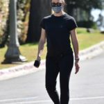 Jennifer Garner in a Black Tee Takes a Walk in Her Neighborhood in Brentwood
