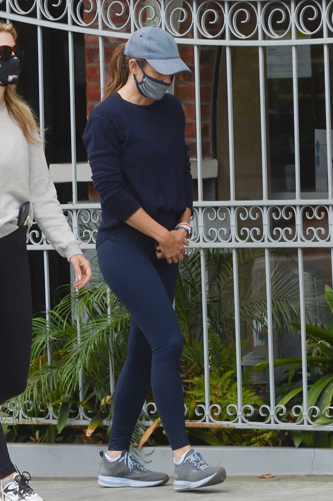 Jennifer Garner in a Gray Cap