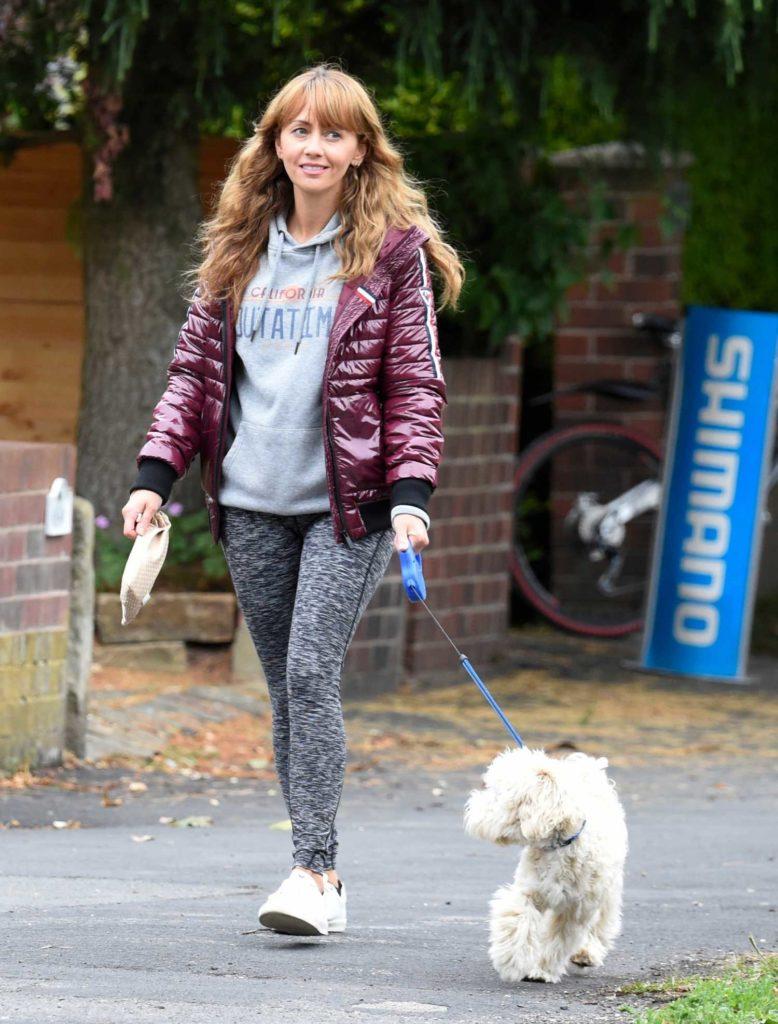 Samia Ghadie in a Gray Leggings