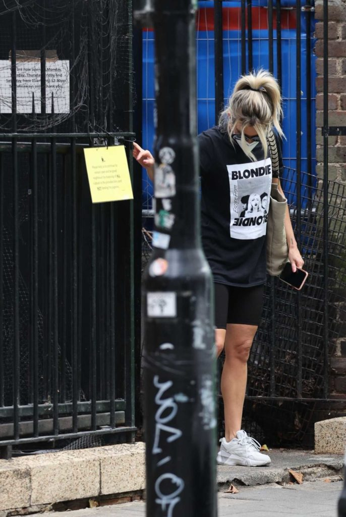 Ashley Roberts in a Black Tee