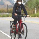 Isla Fisher in a Black Leggings Does a Bike Ride in Los Angeles