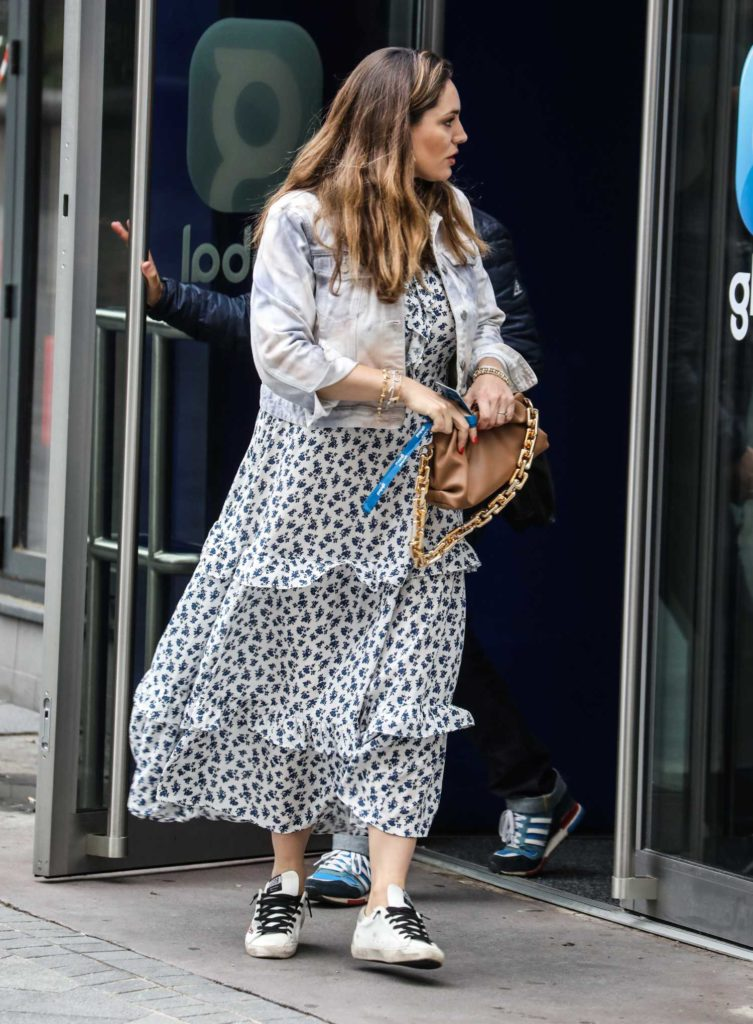 Kelly Brook in a White Floral Dress