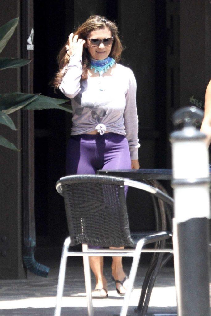 Nia Peeples in a Purple Leggings