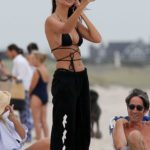 Emily Ratajkowski in a Black Bikini Top Was Spotted on the Beach in the Hamptons, New York