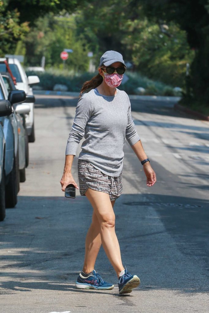 Jennifer Garner in a Grey Cap