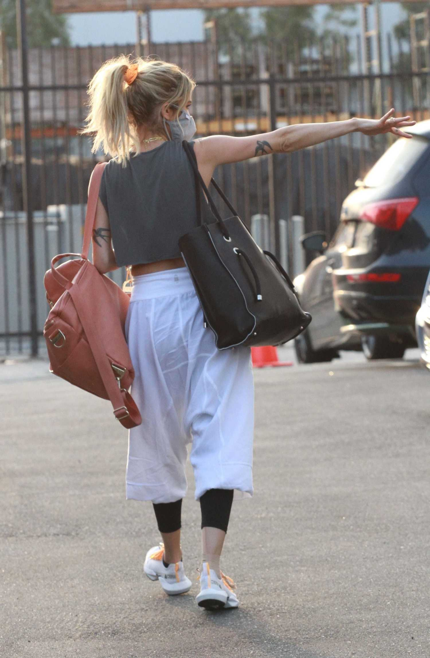 Kaitlyn Bristowe in a Grey Leggings Heads to the DWTS