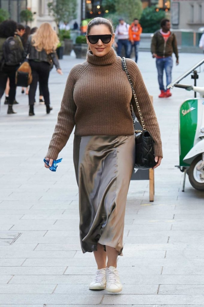 Kelly Brook in a Knitted Tan Sweater