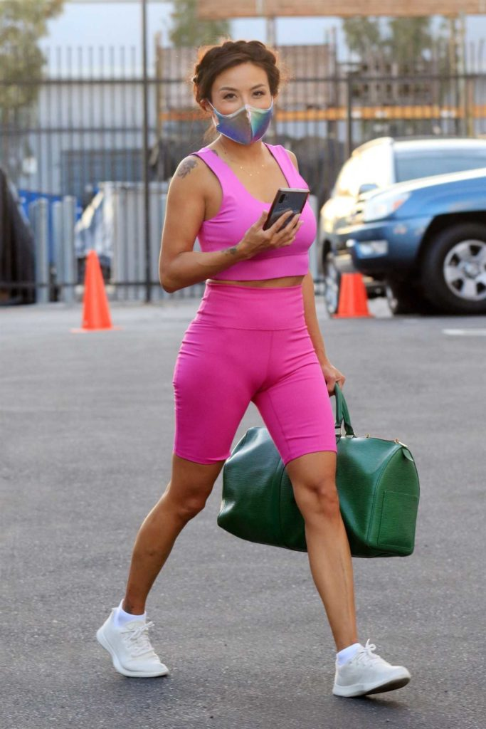 Jeannie Mai in a Pink Exercise Outfit