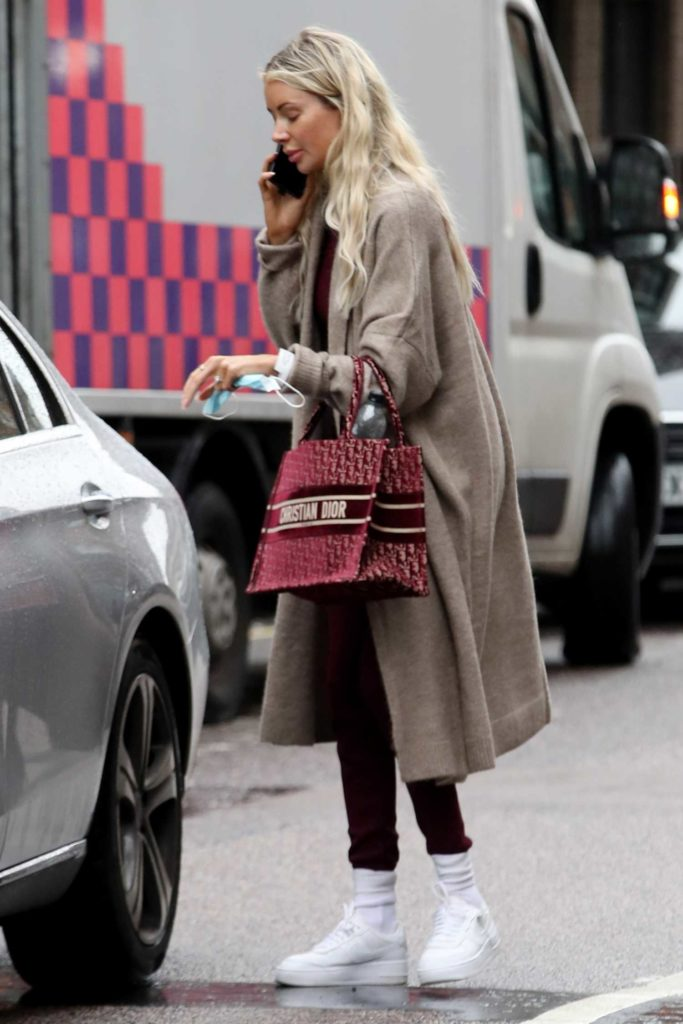 Olivia Attwood in a Beige Cardigan